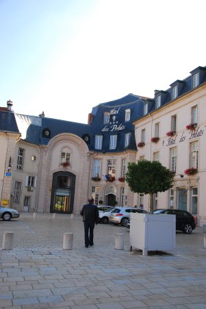 Hotel des Prelats : From the front