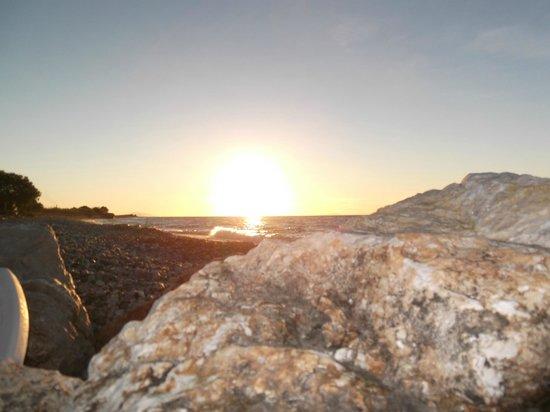 Vallian Village Hotel : beach sunset