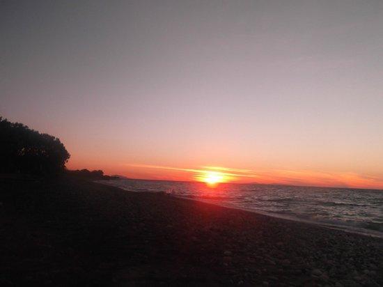 Vallian Village Hotel: beach sunset
