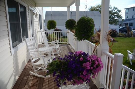 Inn at Harbor Hill Marina : porch