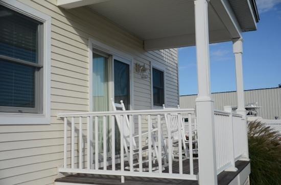 Inn at Harbor Hill Marina : our porch