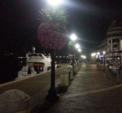 Hampton Inn Alexandria/Pentagon South: Paeo nocturno Boardwalk