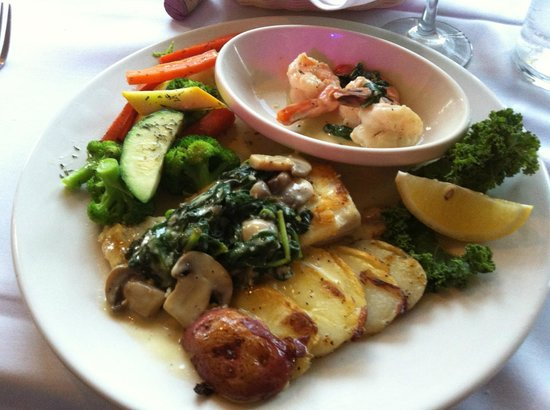 Chico's Cafe: Halibut Florentine