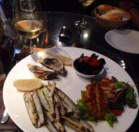di Vino: Custom platter of seafood to die for