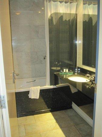 Benedicts of Belfast: bathroom