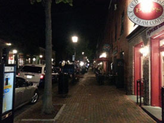 Fish Market Restaurant: King St. de noche