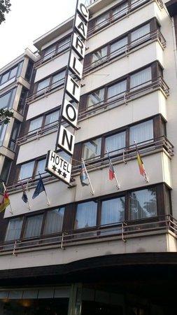 Hotel Carlton: Outside/Entrance