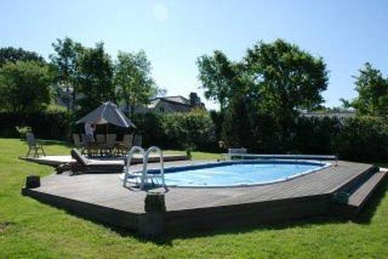 Holly Grove: Pool Area