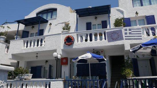 Porto Perissa Hotel: Вид с зоны бассейна