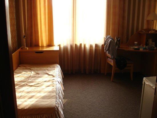 Beltransgaz: Номер  очень просторный, кровати разнесены по разные стороны.
