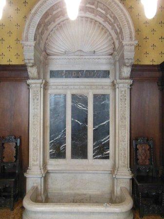 Bagatti Valsecchi Museum: sala da bagno - vasca doccia a mo' di fontana