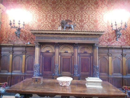 Bagatti Valsecchi Museum: grande salone con tapezzeria originale