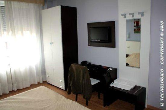 Hotel Faenza: TV LCD