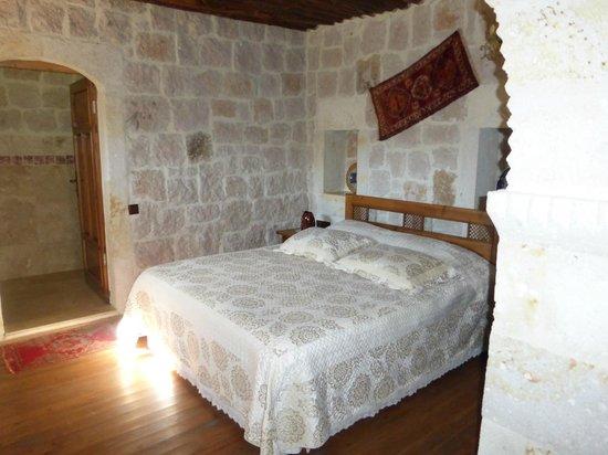 Aravan Evi Boutique Hotel: bed area of family suite