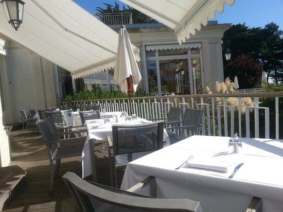La Rotonde : une terrasse qui apporte encore + d plaisir à déguster les plats