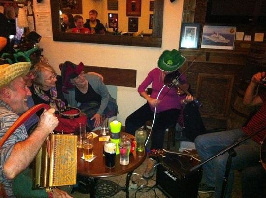 Shenanigans Irish Cafe: live music evenings