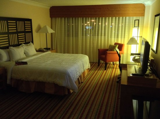 Renaissance Orlando Airport Hotel: Our room. Very comfortable and clean.