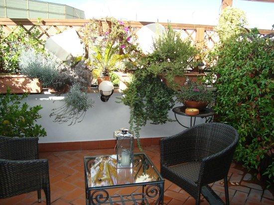 Althea Inn : Wonderful gardens outside