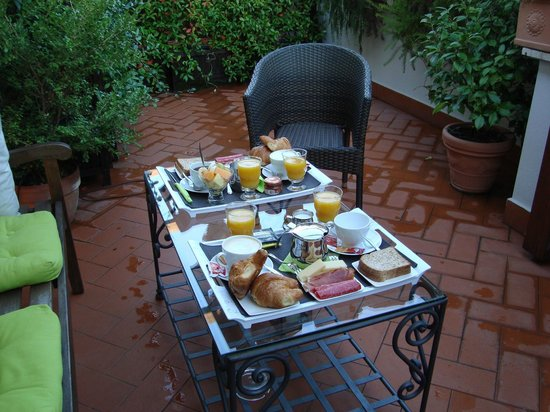 Althea Inn : Beautiful breakfast served on the terrace