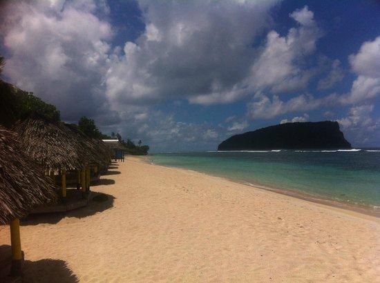 Taufua Beach Fales: The Beach @ Lalomanu
