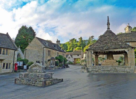 The Castle Inn: Castle Combe village centre