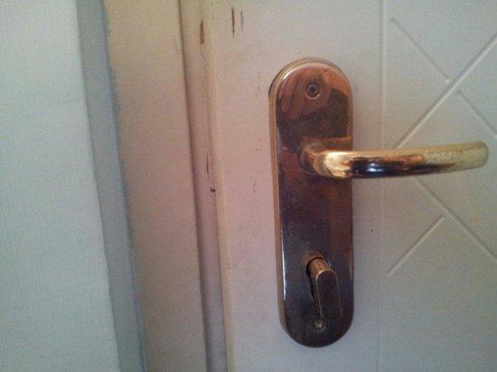 Tiziano Hotel : Porta della camera