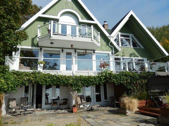 Gite Au Perchoir : les 2 chambres donnant sur la terrasse