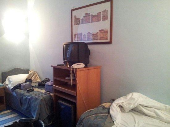 Tiziano Hotel : Posizione dela tv in camera doppia