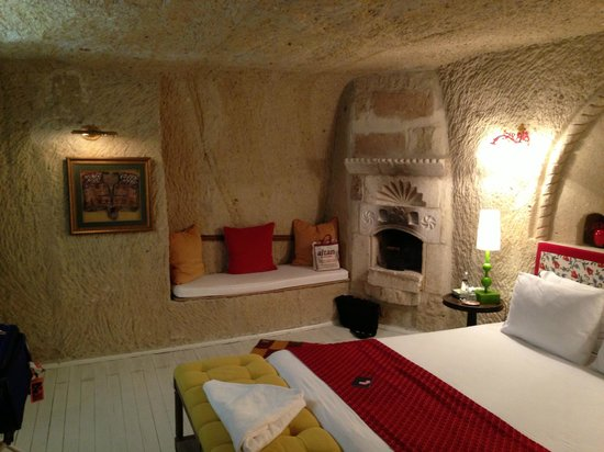 Hezen Cave Hotel: our room