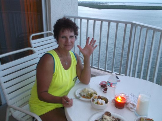 Lovers Key Resort: enjoying dinner on balcony