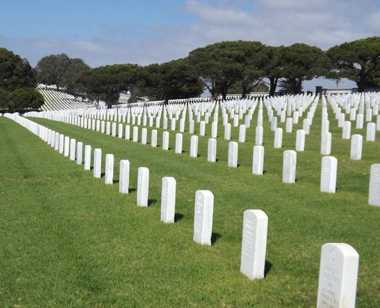 Fort Rosecrans Cemetery : Such Symmetry