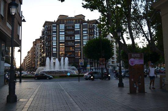 Sercotel Hotel Portales: praça ao lado