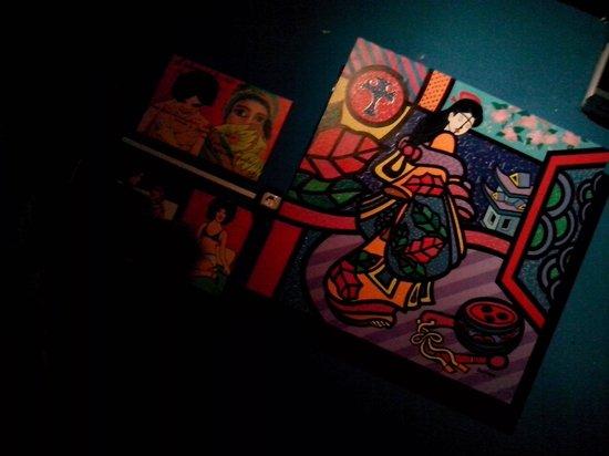 Casa Mad: Le opere della proprietaria pittrice