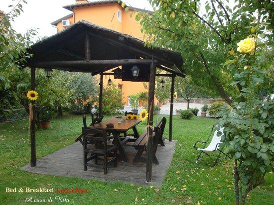 Bed & Breakfast Lucca Fora : Gazebo nel giardino