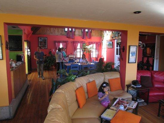 Churup Guest House: Sala y comedor