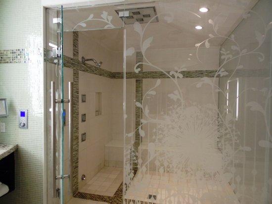 Hotel32 at Monte Carlo: Shower/steamroom