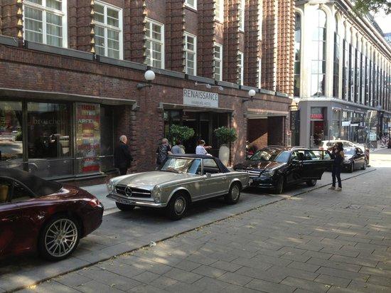 Renaissance Hamburg Hotel: outside