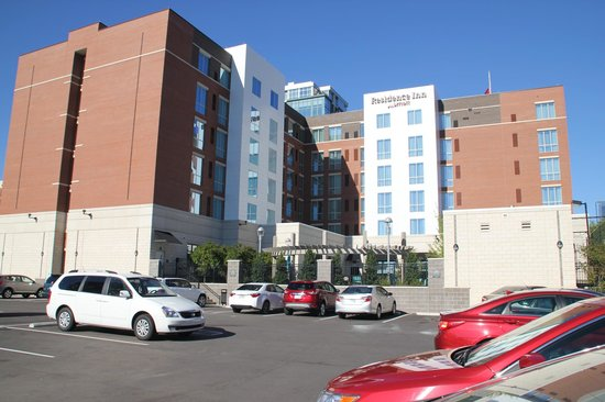 Residence Inn Little Rock Downtown: View of hotel from the parking lot