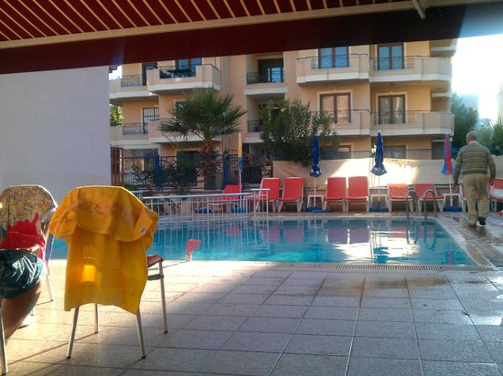 Iltur Apartments: Pool