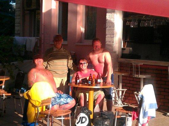 Iltur Apartments: Bar