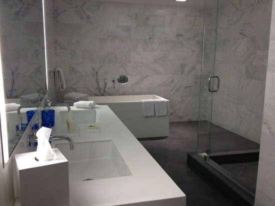 Boulan South Beach: Full bathroom