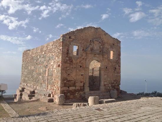 San Marco D'Alunzio, Italia: Panoramica del tempio, vista frontale-laterale