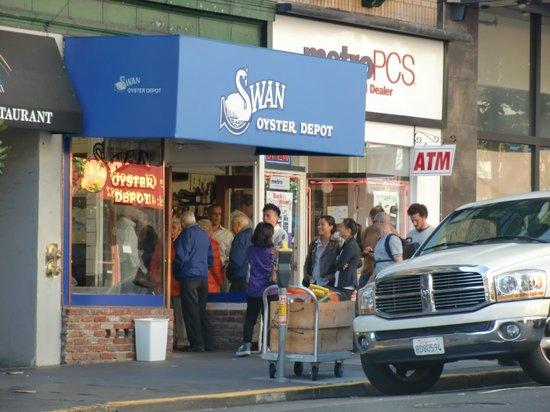 Swan Oyster Depot: la coda (50') per entrare