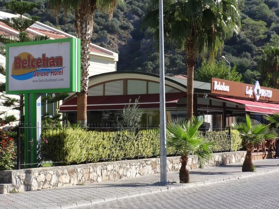 Belcehan Delux: Hotel and adjoining restaurant