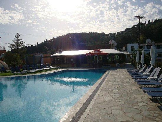 Katsaros: Pool & Paved Sunbed Area