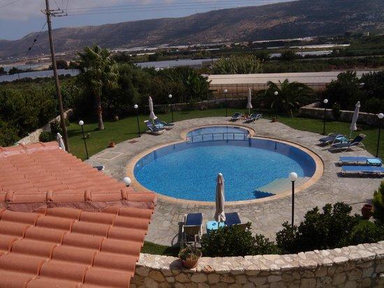 Petritos Hotel: piscina