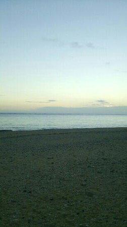 夕暮れのアーラ浜
