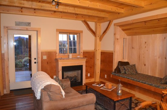 Robert Frost Mountain Cabins: Living Room