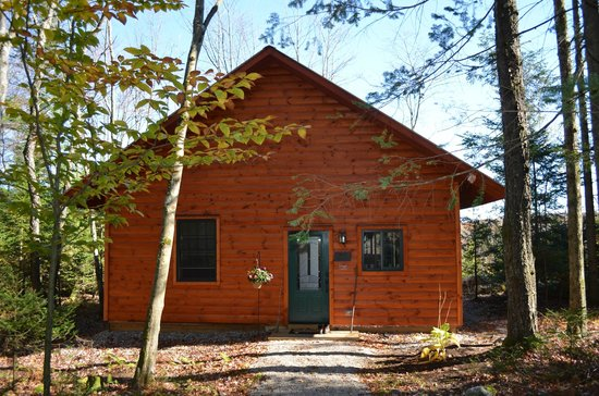 Robert Frost Mountain Cabins: Front of cabin