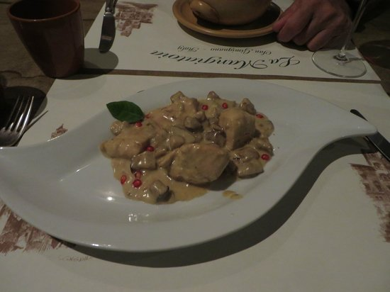La Mangiatoia: Chicken with porcini and pomogranate